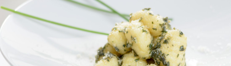 GNOCCHI AL PESTO GENOVESE_GUARNICIONES Muerde la Pasta